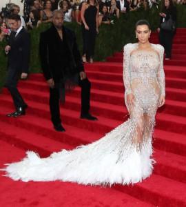 kim-kardashian-copies-beyonce-met-gala-07