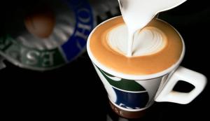 perfekt-skummad-latte-hos-espresso-house